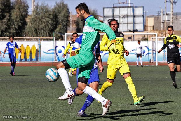 دیدار تیم های فوتبال گل گهر سیرجان و راه آهن تهران