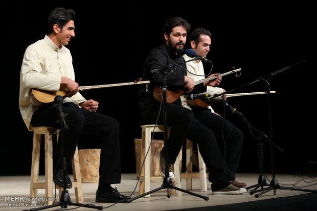 اجرای موسیقی نواحی در آیین اختتامیه دومین جایزه محمود استادمحمد