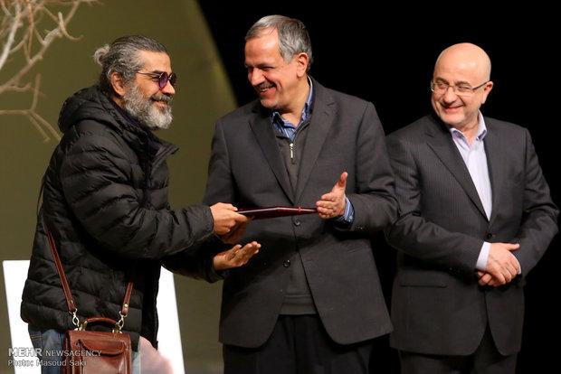 تجلیل از میکائیل شهرستانی در آیین اختتامیه دومین جایزه محمود استادمحمد