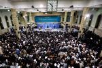 هزاران نفر از مردم قم با رهبر انقلاب دیدار کردند