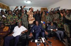 جنود متمردون بساحل العاج يحتجزون وزير الدفاع