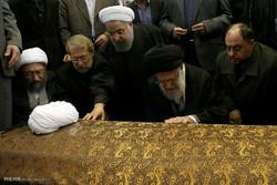 صلاة قائد الثورة الاسلامية على جثمان آية الله هاشمي رفسنجاني /صور