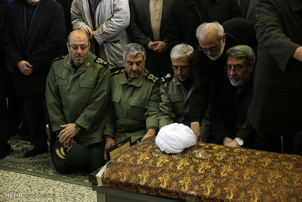 Leader performs ritual prayers for late ex-President Rafsanjani