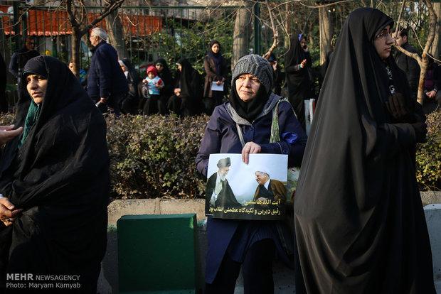 Millions see off late Aytaollah Hashemi