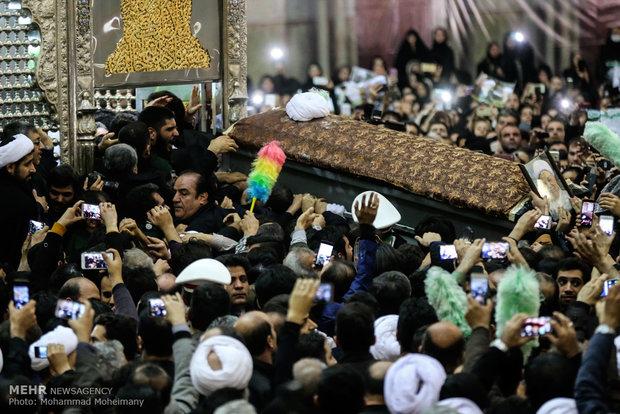 پیکر آیت الله هاشمی در جوار بنیانگذار انقلاب اسلامی به خاک سپرده شد (تصاویر)