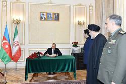 امضای دفتر یاد بود آیت الله هاشمی در باکو