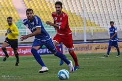 دیدار تیم های فوتبال استقلال خوزستان و تراکتورسازی