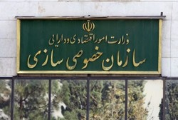 هیچ وزیری با استعفای پوری حسینی  موافقت نمی کند/او در سرکار خود حاضر شده است