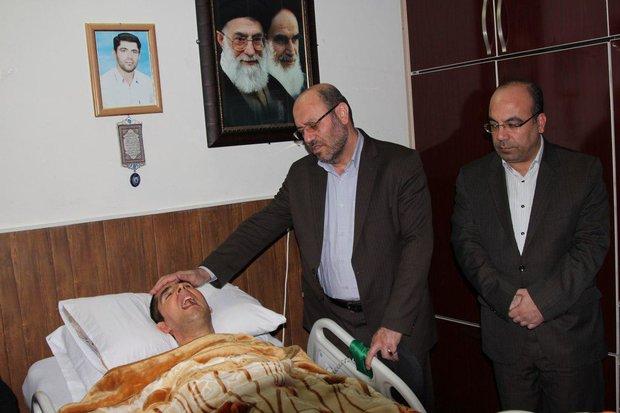 وزیر دفاع با شهید زنده لرستان دیدار کرد