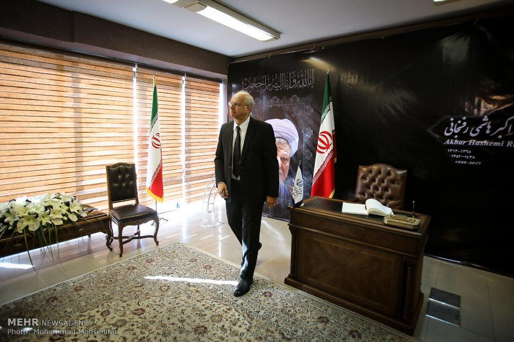 Tehran-residing diplomats pay tribute to late Ayat. Hashemi