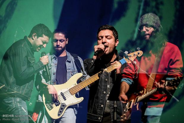 پنجمین روز سی و دومین جشنواره موسیقی فجر با اجرای گروه موسیقی قلم را بچرخان در برج آزادی