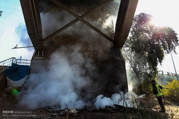 آتش گرفتن چادر کارتن خوابها در زیر پل هلالی اهواز