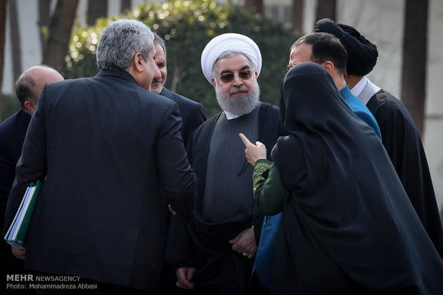 Rouhani visits locally made electric cars