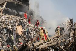 الدفاع المدني في محاولة لإطفاء مبنى بلاسكو /صور