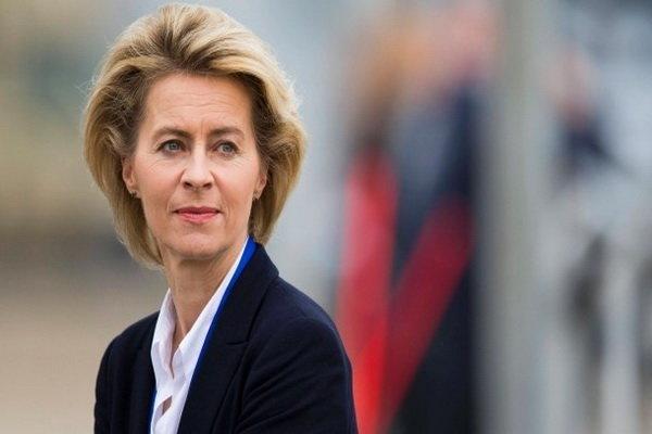 وزیر دفاع آلمان: مبارزه با تروریسم به معنی جنگ با اسلام نیست