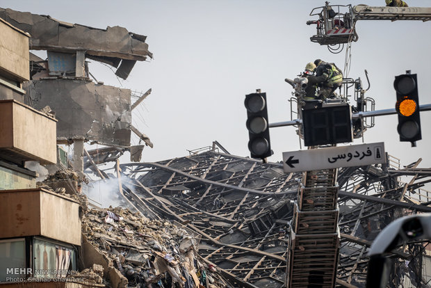 الدفاع المدني في محاولة لإطفاء بلاسكو