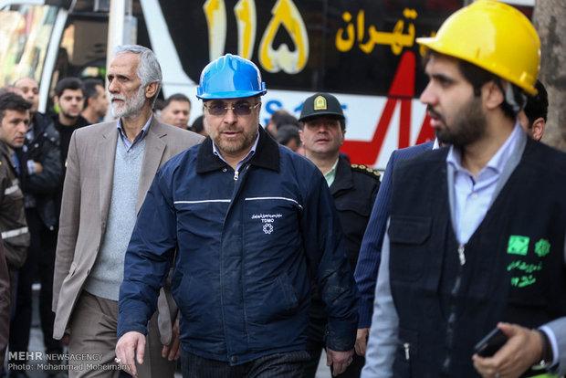 رئيس بلدية طهران: 20-25 رجل أطفاء تحت الانقاض