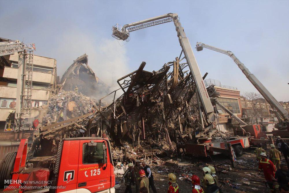 ساختمان پلاسکوی تهران فروریخت/شهادت ۲۰ آتش نشان/آتش دوباره زبانه کشید