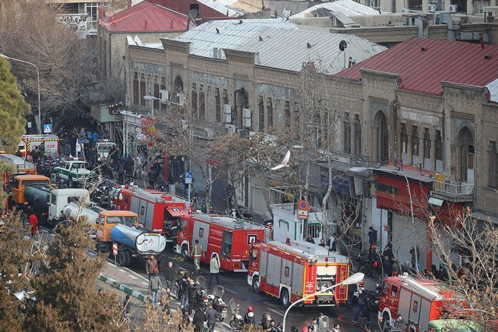 ساختمان پلاسکوی تهران فروریخت