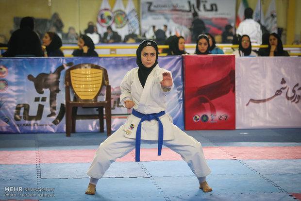 İran'da kadınların karate performansı