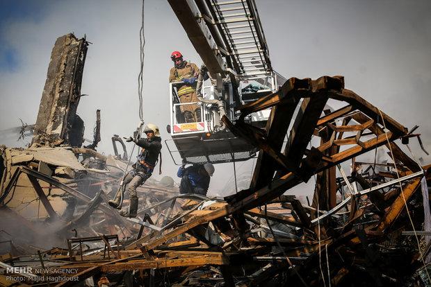 العثور على اربعة اشخاص احياء  تحت انقاض مبنى بلاسكو