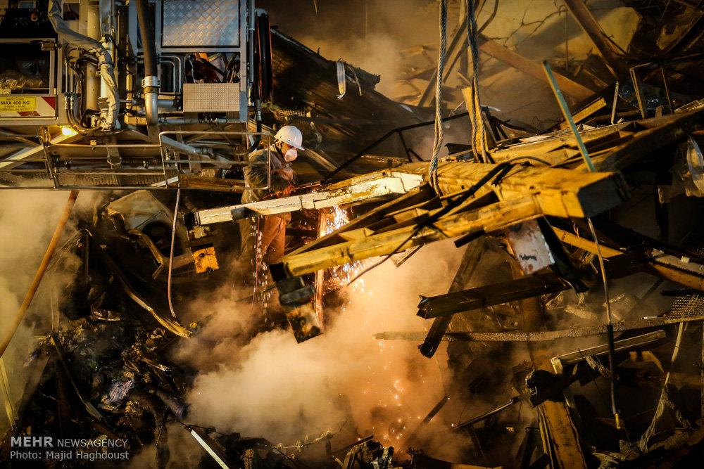 احتمال زنده بودن۴ نفر زیر آوار / رئیس جمهور به محل حادثه پلاسکو رفت