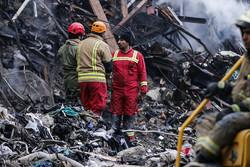 العثور على ثالث شهيد من رجال الاطفاء تحت انقاض مبنى بلاسكو
