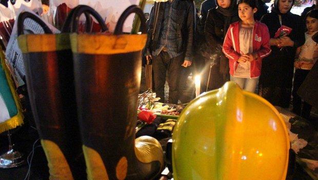 چشم های بارانی اهوازی ها در مراسم یادبود شهدای آتش نشان پلاسکو