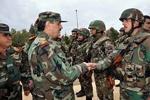 فیلم/بازدید وزیر دفاع سوریه از یگانهای ارتش در درعا