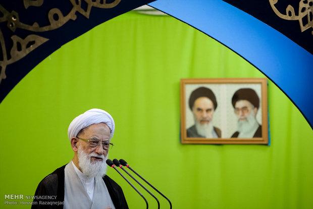 نماز جمعه تهران به امامت امامی کاشانی اقامه می شود