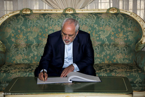 Zarif congratulates Haniyeh on election as head of Hamas