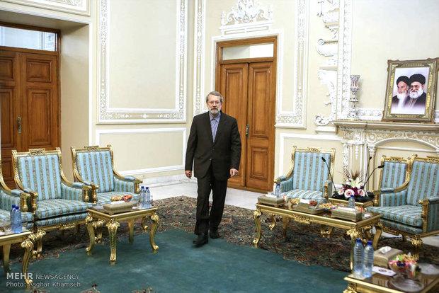 وزير الدفاع الأذربيجاني سيلتقي رئيس مجلس الشورى الإسلامي