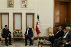 وزير الخارجية الإيراني يودع سفير المكسيك في طهران