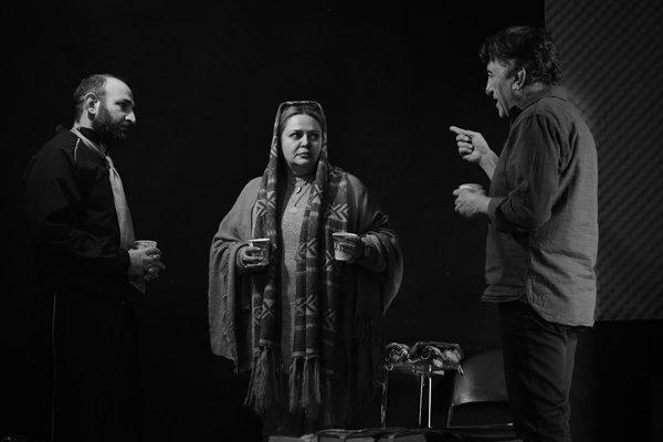 رضا کیانیان با پسرش همکاری میکند