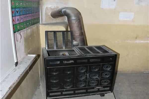 استفاده از بخاریهای نفتی در مدارس تخریبی لرستان