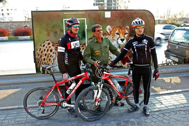 Iranian cheetah caravan enters Shiraz