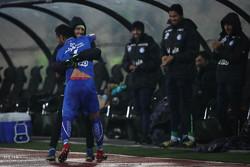 پیروزی استقلال برابر ماشین سازی در نیمه اول با توپ سفید!