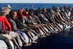 کشتی ایرلندی ۷۱۲ پناهجو را از غرق شدن نجات داد