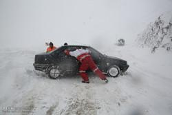 امدادرسانی و اسکان اضطراری ۶۹۰ در راه مانده برف و کولاک