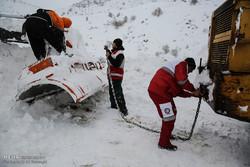 تراكم الثلوج وإغاثة العالقين على طريق مريوان /صور