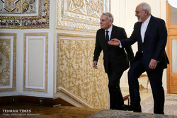 Zarif welcomes his French counterpart