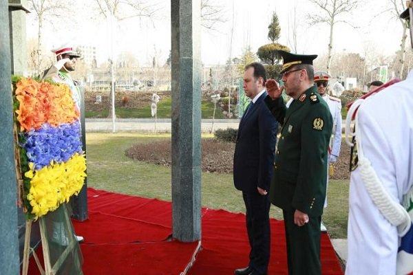 Ermenistan Savunma Bakanı Tahran'da