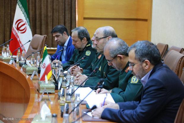 Armenian def. min. officially welcomed in Tehran