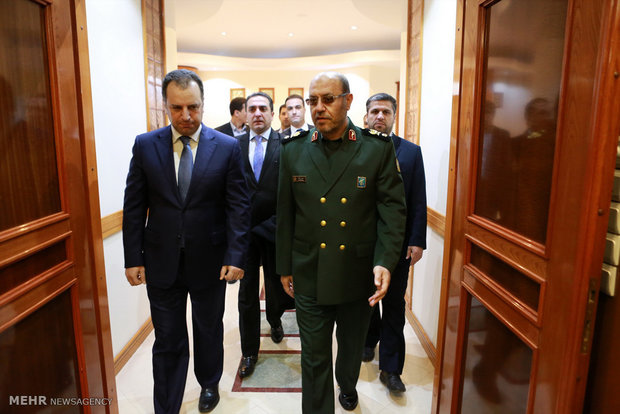 Armenian defense min. pays tribute to Imam Khomeini