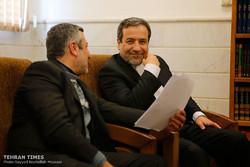 Abbas Araqchi meets with Qom clerics