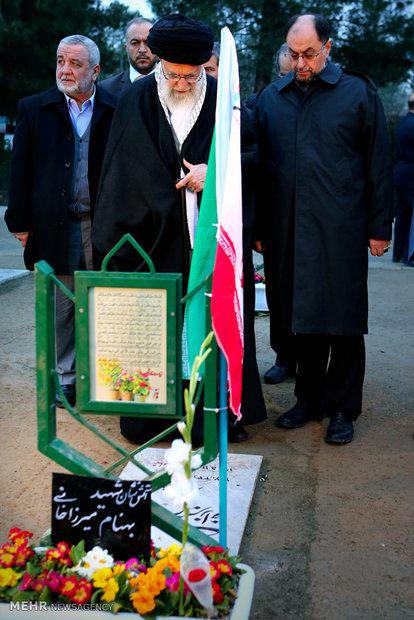 حضور رهبر انقلاب در حرم مطهر امام راحل و گلزار شهدای بهشت زهرا