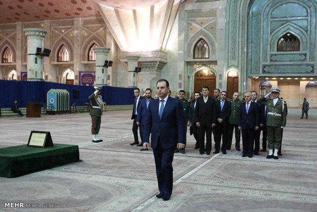 Armenian def. min. pays tribute to Imam Khomini