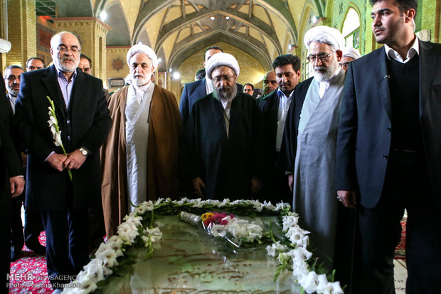 Judiciary head pays tribute to Imam Khomeini