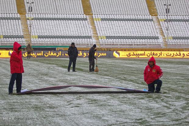 دیدار دو تیم فوتبال تراکتور و سایپا لغو شد