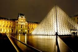 اطلاق نار في متحف اللوفر الفرنسي